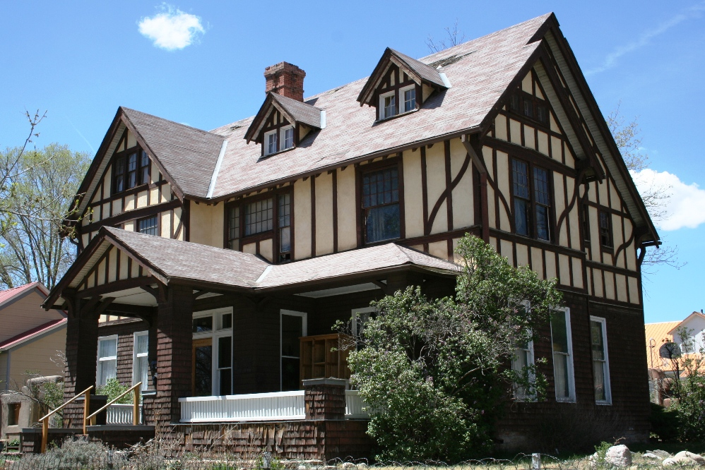 Tudor revival architectural styles of america and europe for Modern tudor house