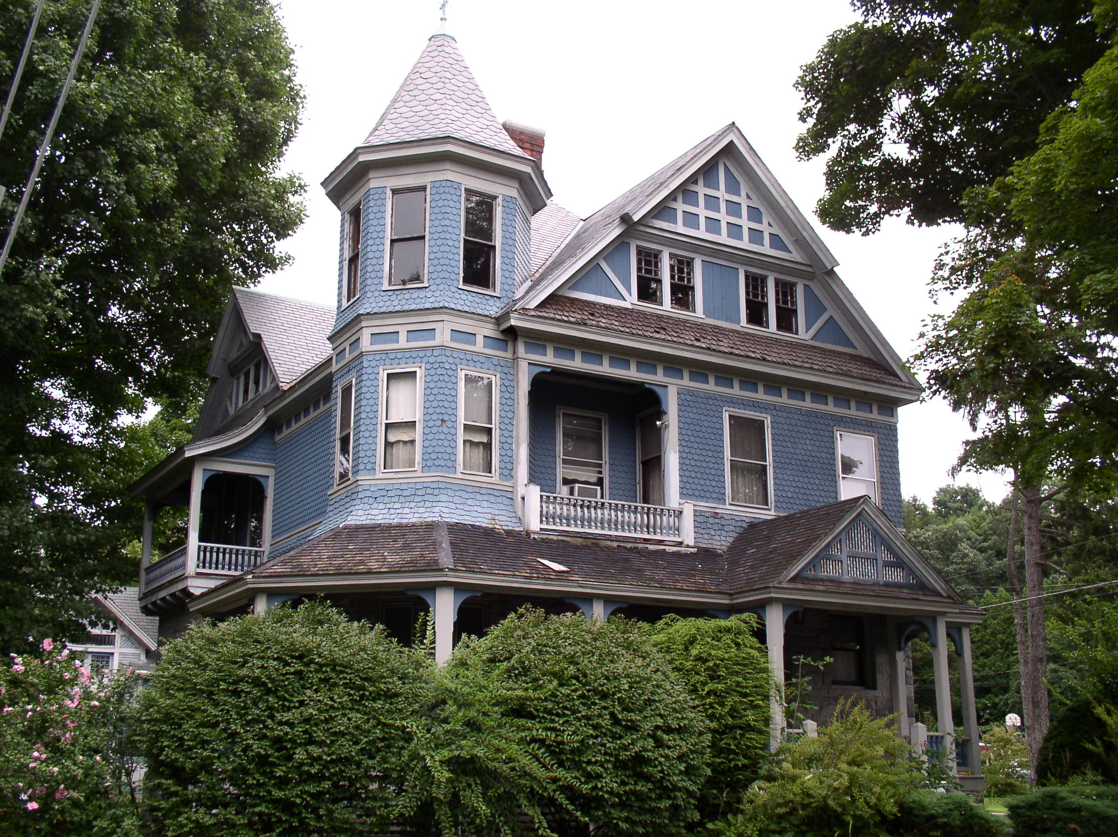 Queen anne architectural styles of america and europe for Architectural styles of american homes
